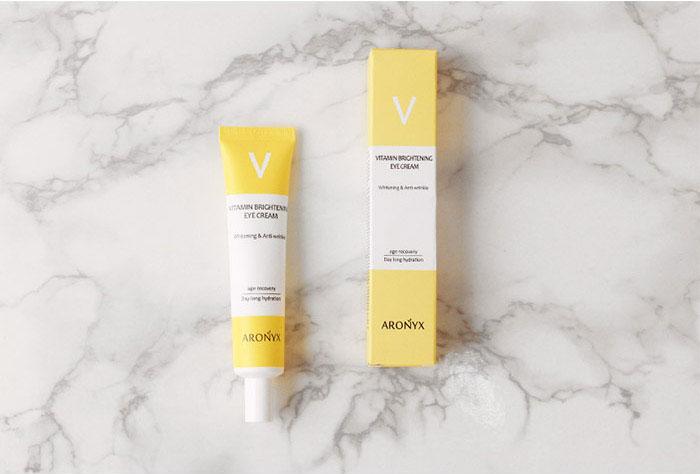 Витаминный осветляющий крем для глаз Aronix Vitamin Brightening Eye Cream фото 3 / Sweetness