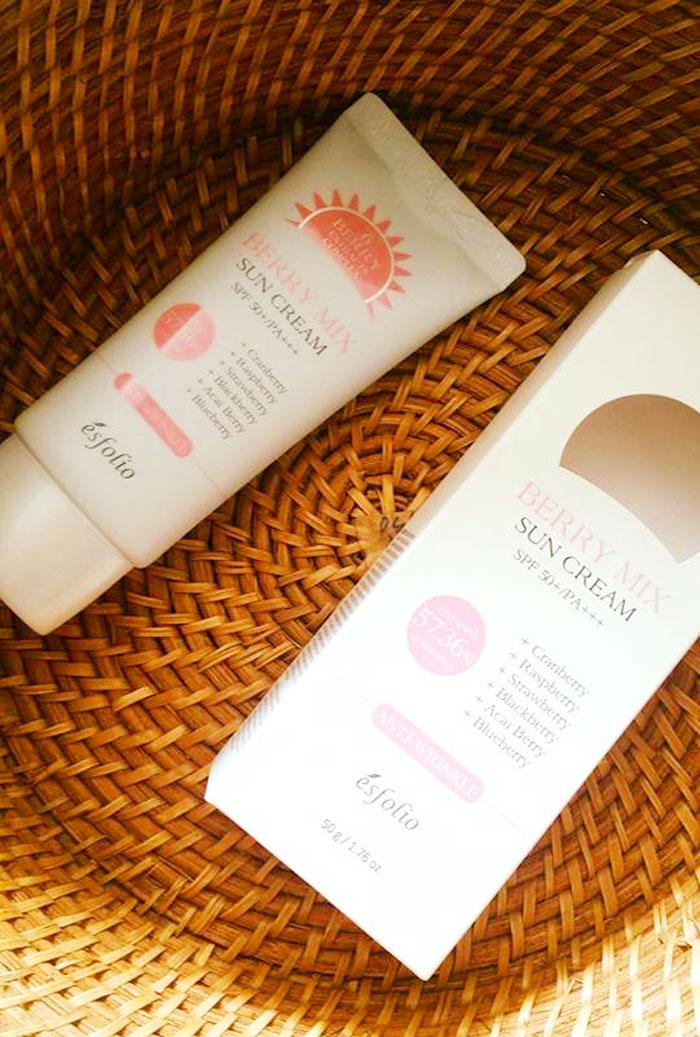 Ягодный солнцезащитный крем Esfolio Berry Mix Sun Cream SPF 50+/PA+++ фото 5 | Sweetness