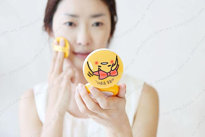 Кушон Holika Holika Gudetama Face 2 Change Photo Ready Cushion BB - CASE B фото 4 | Корейская косметика Sweetness