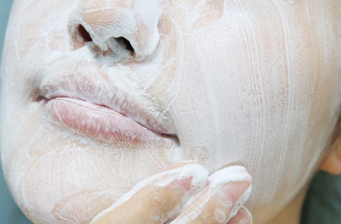 Holika Holika Soda Tok Tok Clean Pore Deep Cleansing Foam Пенка для удаления интенсивного макияжа фото 5 / Sweetness