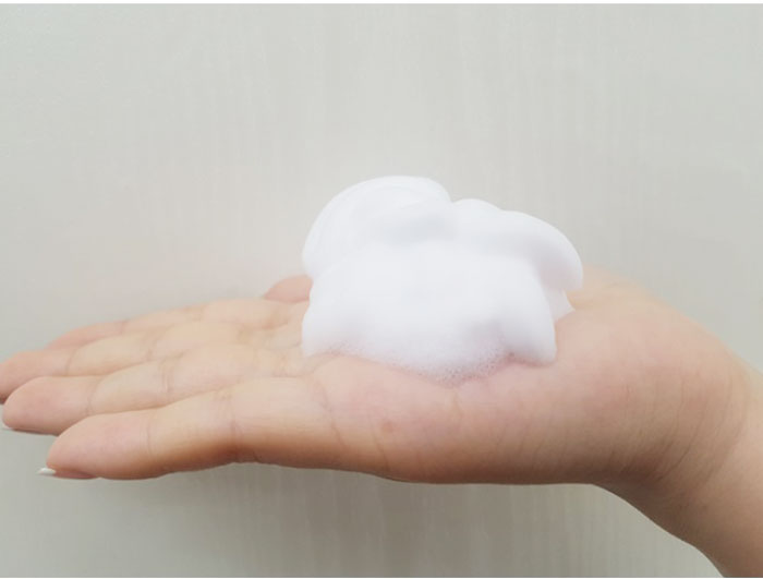 Успокаивающая пенка-мусс с центеллой IUNIK Centella Bubble Cleansing Foam фото 4 / Sweetness