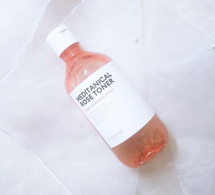 Увлажняющий тоник с экстрактом розы Missha Meditanical Rose Toner фото 1 / Sweetness