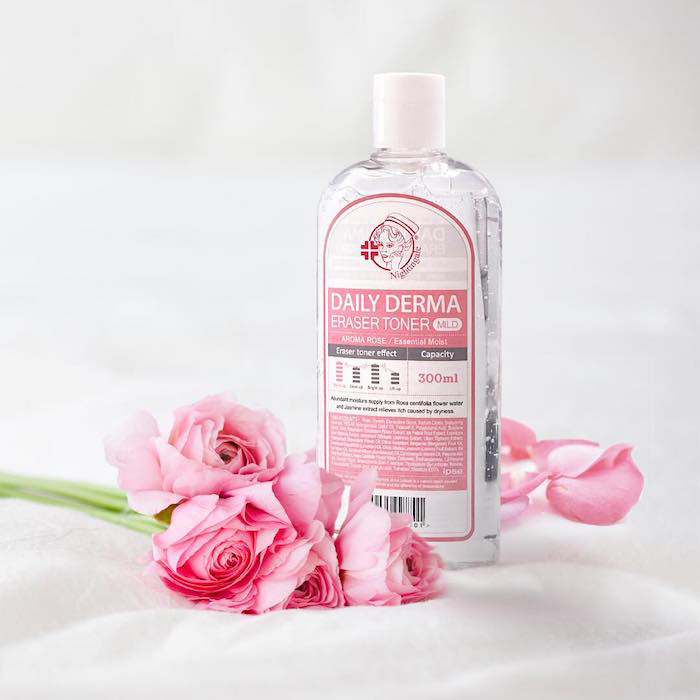 Мягкий тонер-пилинг с AHA и BHA кислотами и розой Nightingale Daily Derma Eraser Toner Aroma Rose фото 3 / Sweetness