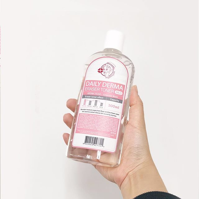 Мягкий тонер-пилинг с AHA и BHA кислотами и розой Nightingale Daily Derma Eraser Toner Aroma Rose фото 5 / Sweetness