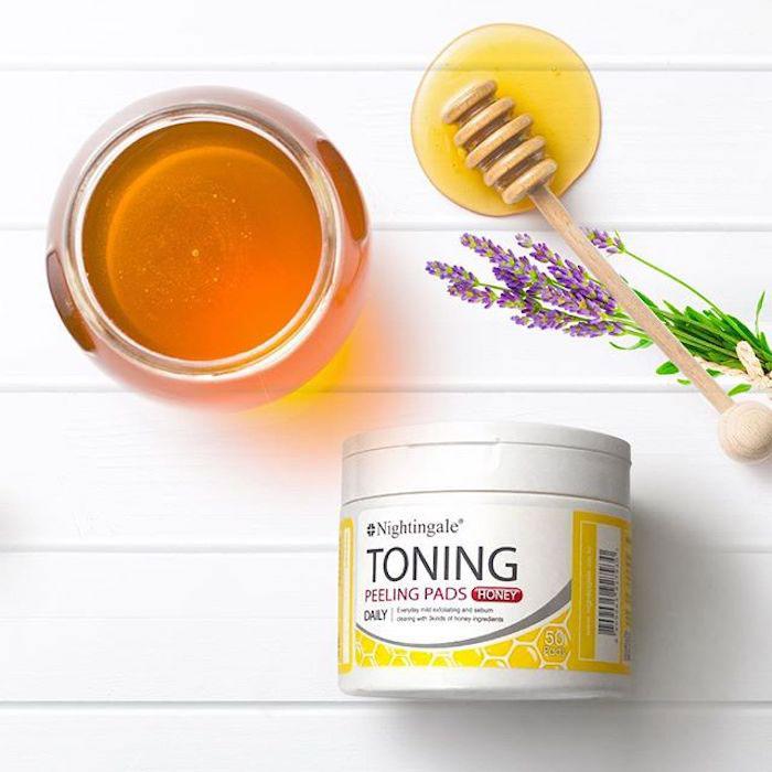 Спонжи для мягкого кислотного (1%) пилинга кожи с медом(50 шт) Nightingale Toning Peeling Pads Honey (50pads) фото 1 | Sweetness