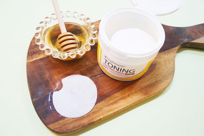 Спонжи для мягкого кислотного (1%) пилинга кожи с медом(50 шт) Nightingale Toning Peeling Pads Honey (50pads) фото 4 | Sweetness
